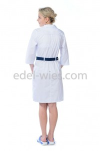 Халат медицинский женский с воротником. Спереди два накладных кармана